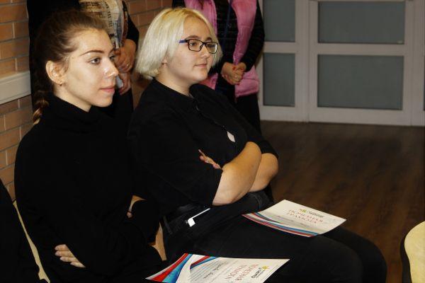 В Молодежном центре наградили членов трудовых бригад и волонтеров